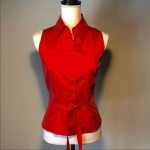 Carlisle Red Lava sleeveless button down top